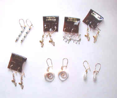 7 pairs earrings with flower case