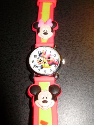 NEW MINNIE MOUSE CHILD'S WATCH