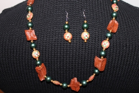 potato-glass-beads-necklace-set-red-green