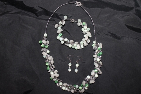 green-clear-gray-glass-beads-necklace-set