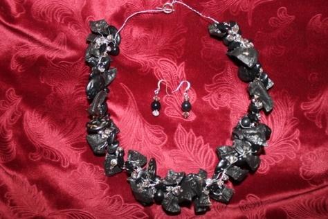 potato-glass-beads-crystal-black