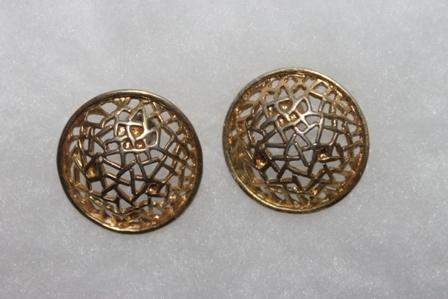 Vintage-Avon-Webbed-Disc-Pierced-Earrings