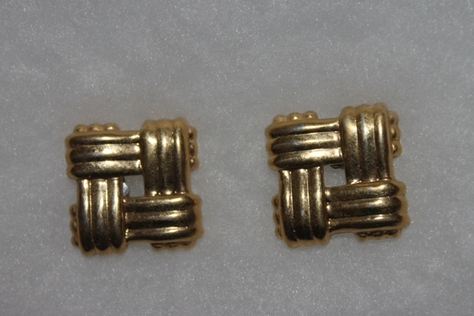 Vintage-Avon-Golden-Weave-Goldtone-Woven-square-Earrings