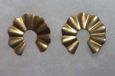 Vintage-AVON-Circular-Pierced-Earrings
