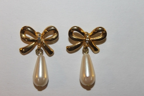 Vintag-Avon-Pearl-Bow-Pierced-Earrings-Goldtone-Crystal-Round-Dangle