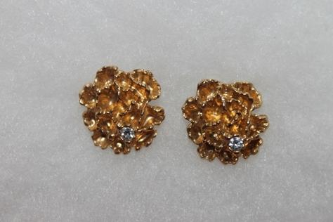 Vintage-Avon-Gold-Tone-Rhinestone-Flowerblaze-Flower-Pierced-Earrings