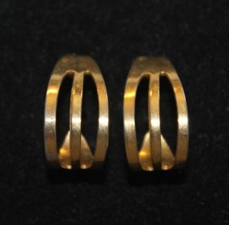 Vintage-Avon-Open-Rib-Half-Round-Hoops-Gold-Tone-Pierced-Earrings