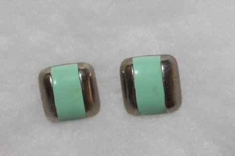 Vintage-Avon-green-Enamel-Square-Pierced-Earrings-Silvertone