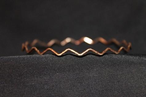 Vintage-Zigzag-Design-Goldtone-Bracelet-front