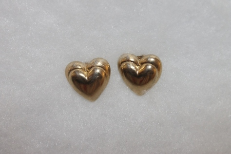 Vintage-Avon-Puffed-Heart-Gold-Tone-Layered-Smooth-Pierced-Earrings