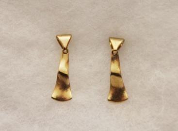 Vintage-Avon-Gold-Tone-Dangle-Pierced-Earrings