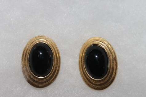 Vintage-Avon-Tailored-Black-Enamel-Oval-Button-Pierced-Earrings-Goldtone
