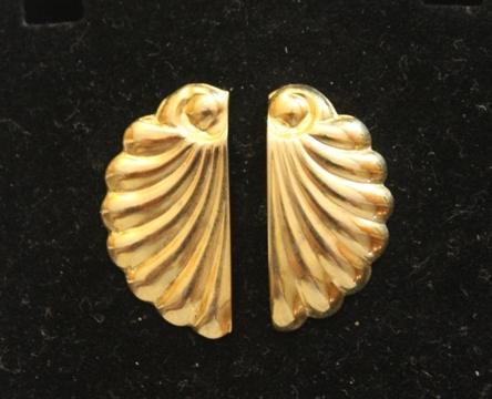 Vintage-Avon-Sea-Shell-Pierced-Earrings-Gold-Tone