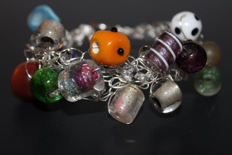 multi-color-glass-beads-bracelet