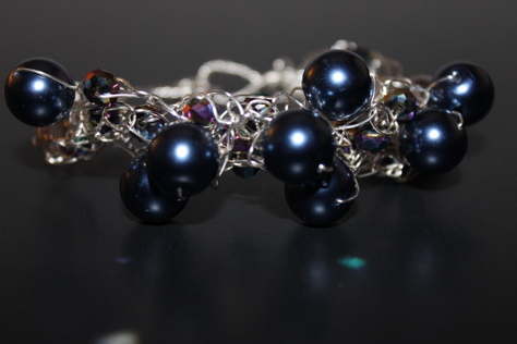 blue-glass-beads-nontarnish-silver-wire-bracelet