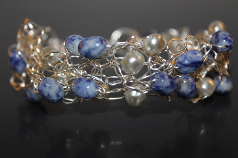 handcrafted-dumortierite-freshwater-pearls-bracelet-front