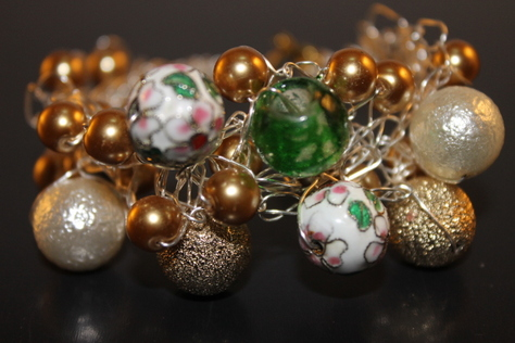 cloisson'e-beads-glass-beads-ontarnish-silver-wire