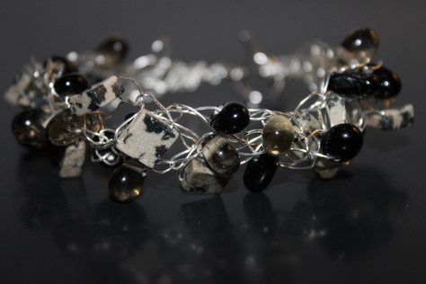 handcrafted-black-white-onyx-beads-silver-wire-bracelet