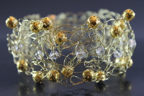 handcrafted-clear-gold-glass-beads-braided-non-tarnish-goldtone-wire