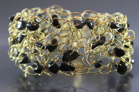 handcrafted-black-glass-beads-braided-non-tarnish-goldtone-wire