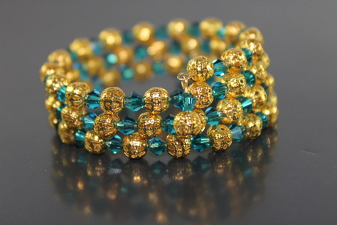 handcrafted-green-swarovaski-beads-goldtone-beads-memory-wire