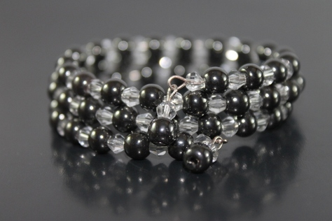handcrafted-hematite-swaravoski-beads-memory-wire