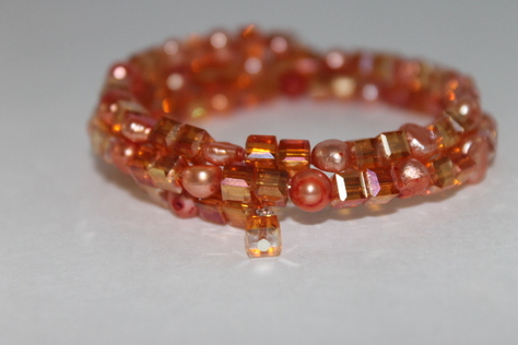 handcrafted-peach-swaravoski-glass-beads-memory-wire-bracelet