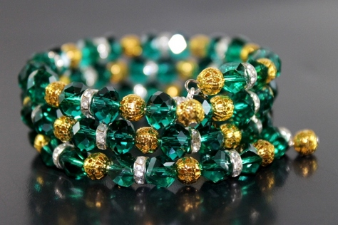 handcrafted-green-gold-glass-beads-goldtone-silvertone-beads-memory-wire
