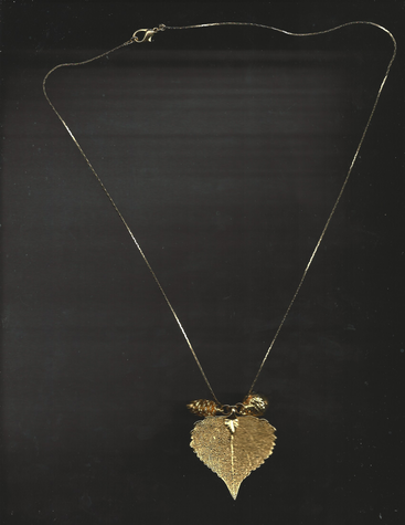 Gold-plated heart-shaped leaf with acorn and pinecone pendant 18 inch clasp necklace