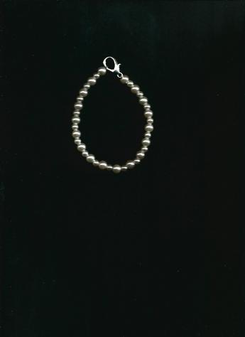 Beautiful Holiday Gift: White Pearl 6-inch silver-clasped bracelet.