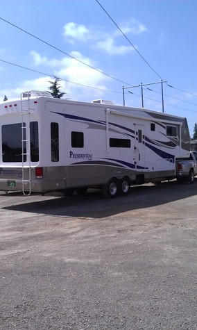 MINT CONDITION: Holiday Rambler 5th Wheel 38ft