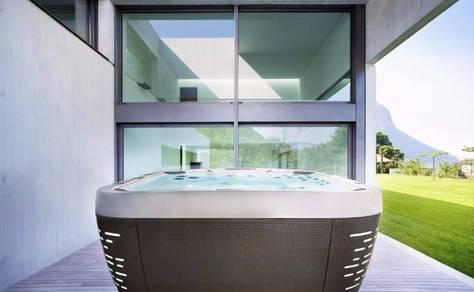 Jacuzzi J-575 Luxury Hot Tub