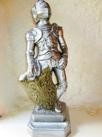 Lg Knight statue full view