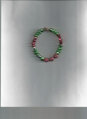Holiday Colors Metallic Beaded Bracelet. LIGHTWEIGHT & COMFORTABLE!