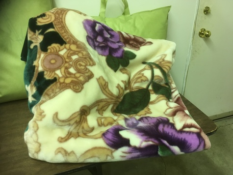 Queen size thick luxurious blanket
