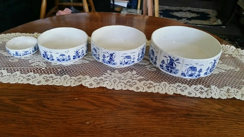 Hand painted four bowl set