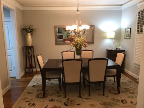 Dining Room Table & 6 Chairs LIKE NEW