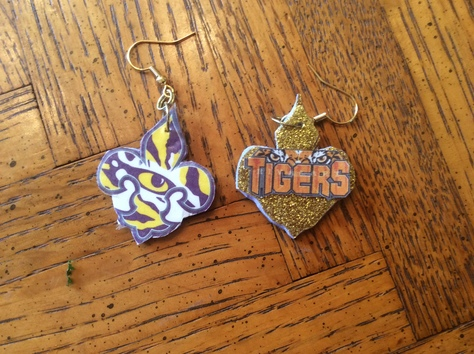 Tiger Eye Fleur de Lis (front) Tigers with eyes overlooking (back)