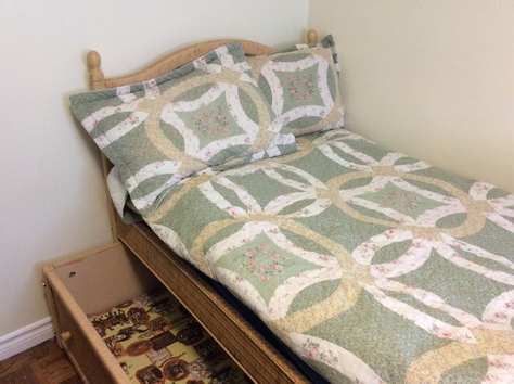 Wicker trundle bed