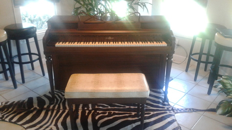 Cable spinet piano with bench