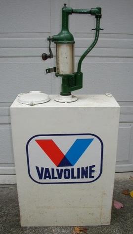 Oil Dispenser with Crank Pump