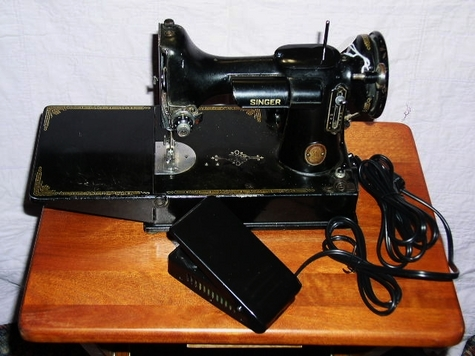 feathgerweight 221 sewing machine