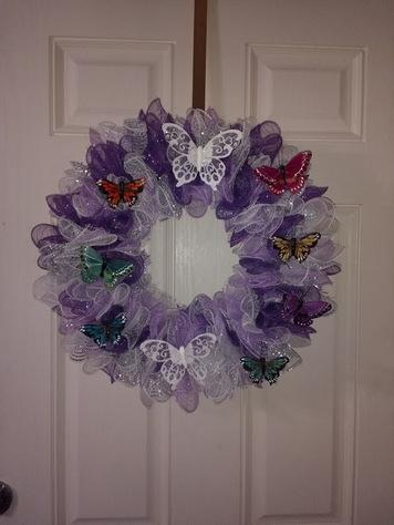"14"" Wreath with hanger"