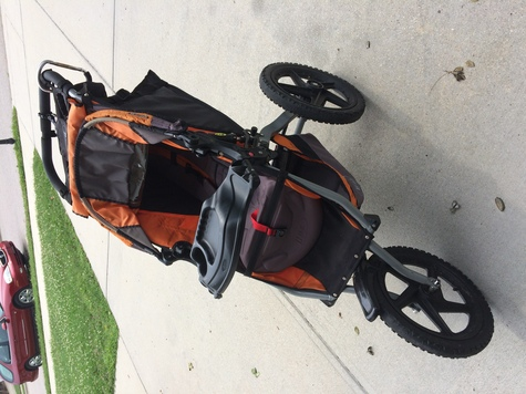 Jogging stroller with tray
