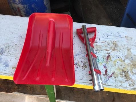 Portable snow shovel