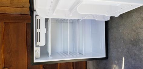 Brand new Igloo bar fridge , mint ! 50.00 !