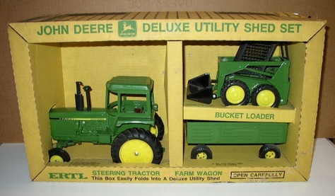 Ertl- John Deere Deluxe Utility Shed Set