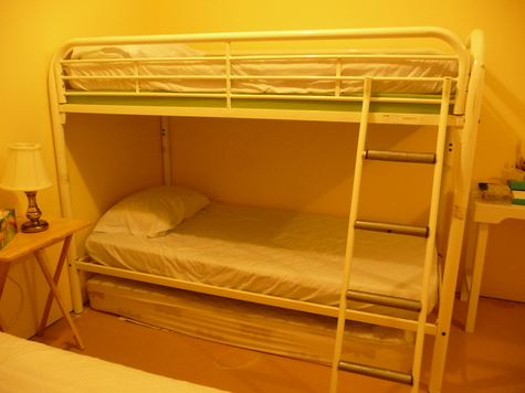 can be disassembled to make 2 single beds. Bedding included
